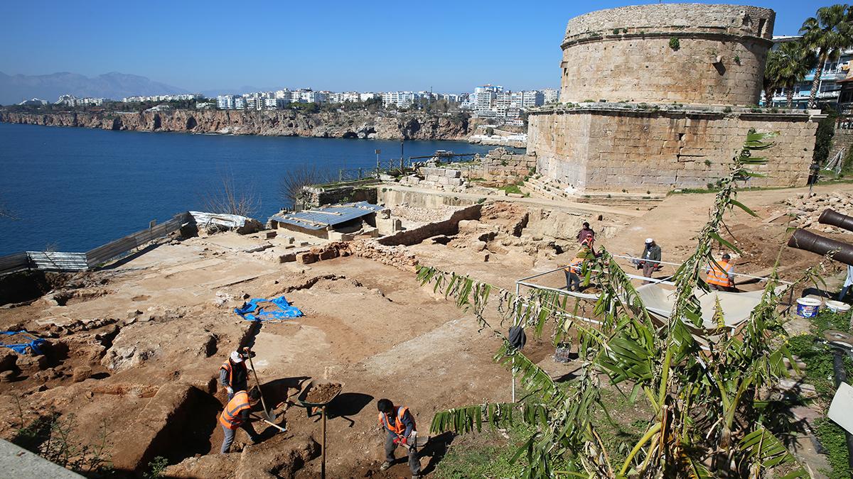 Hıdırlık Kulesi'ndeki kazı Antalya'nın tarihine ışık tutuyor