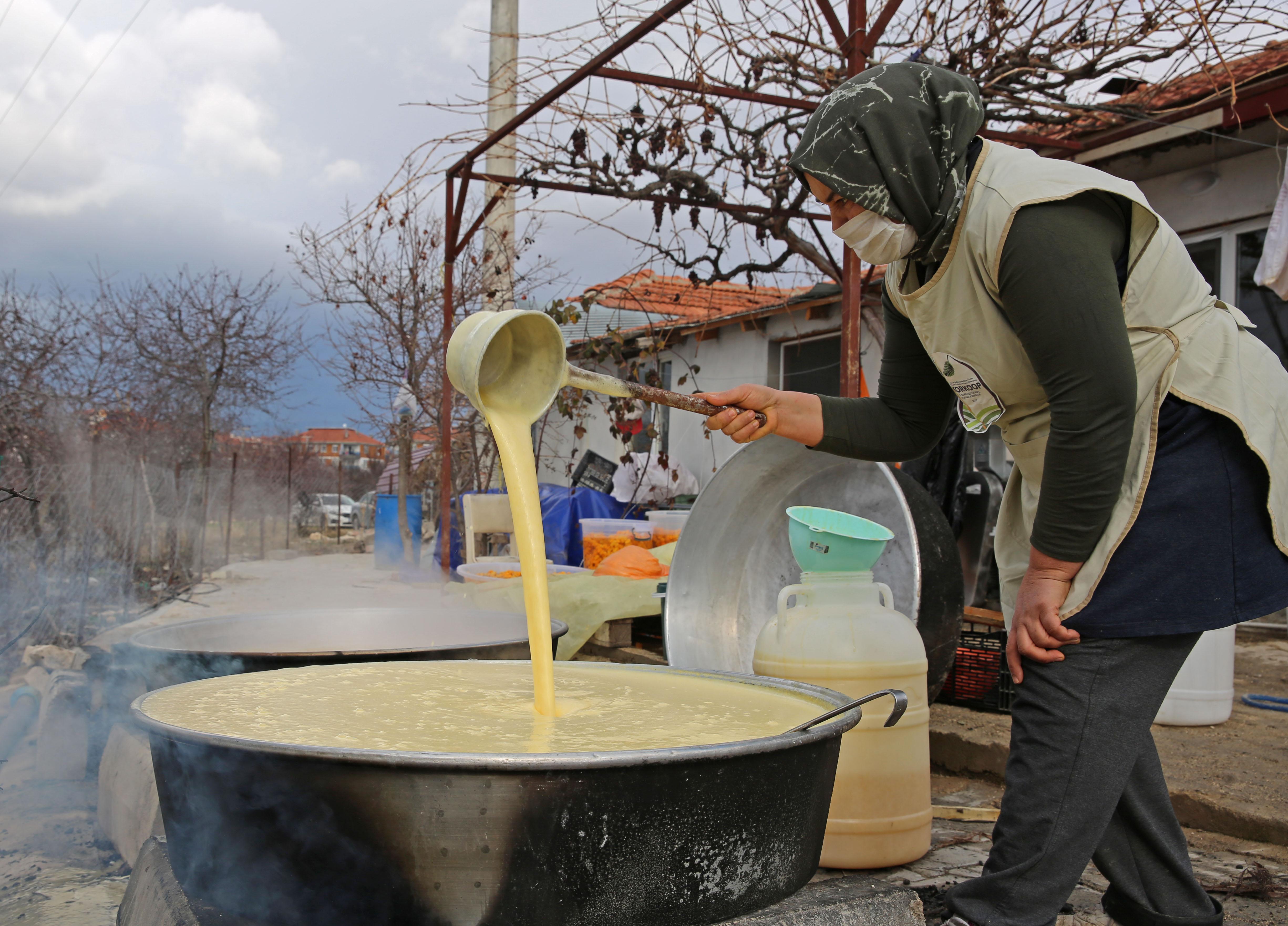 KORKOOP kadınları turunç kabuğundan reçel üretiyor